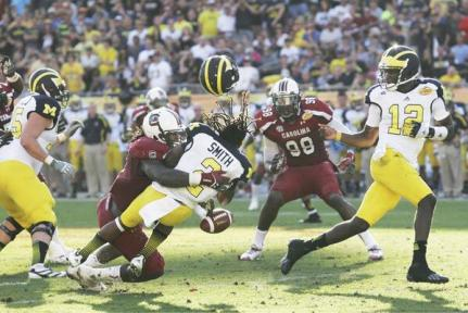 Courtesy of: http://dev.aeryssports.com/blog/the-hit-is-the-winner-clowney-takes-home-espy/