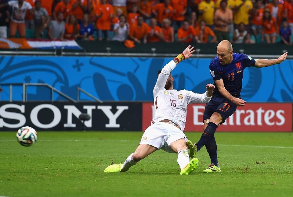 Arjen Robben fires in his first goal of the night. Photo Courtesy of: https://www.facebook.com/photo.php?fbid=895527990463049&set=a.895527970463051.1073742178.606721589343692&type=1&theater