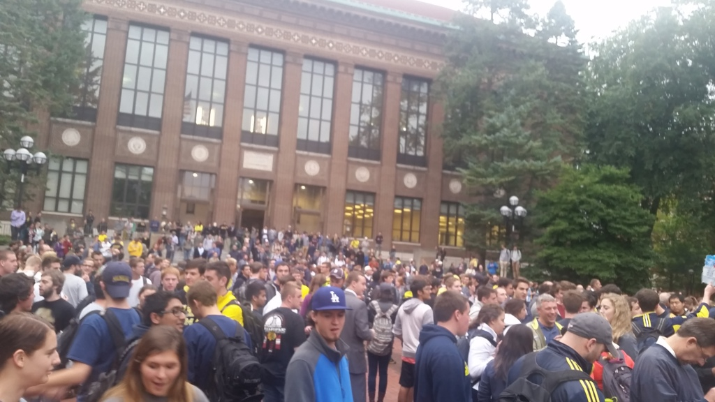 Crowd at the diag