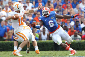 Dante Fowler Jr. goes in for the sack Photo via: www.thevandalnation.com