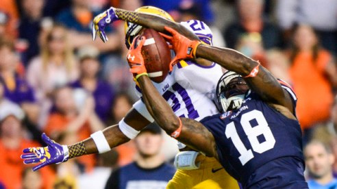 Sammie Coates makes a challenging catch against LSU defensive back Photo via: www.auburntigers.com